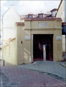 24 pav. Namo Literatų gatvėje vartai