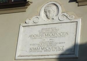 35 pav. Memorialinė lenta primena...